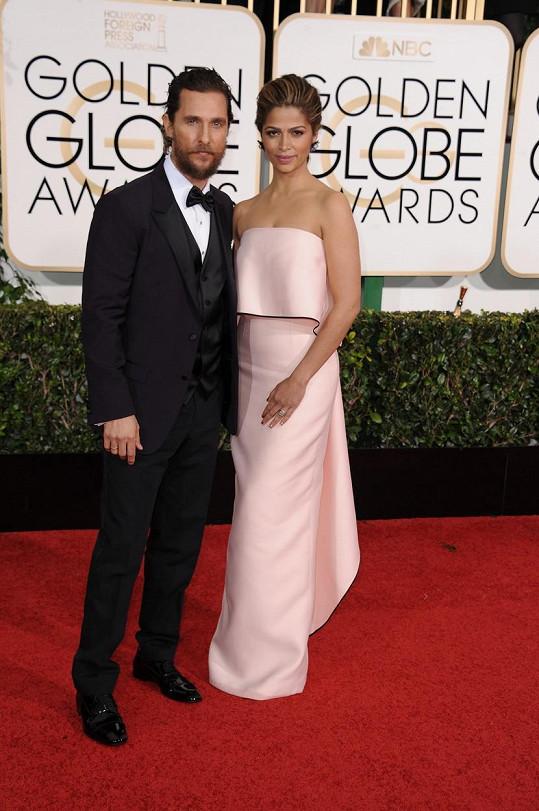 Matthew McConaughey v doprovodu své manželky Camily Alves