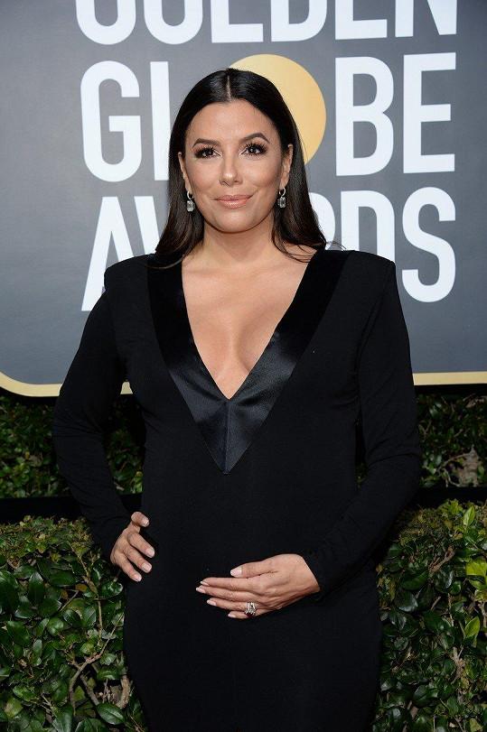 Herečka hrdě pózovala s těhotenským bříškem.