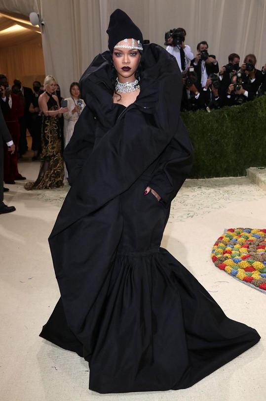 Rihanna v modelu Balenciaga