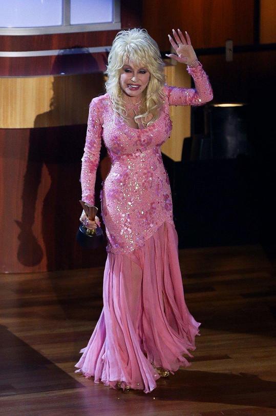 Dolly Parton má další cenu do své bohaté sbírky.