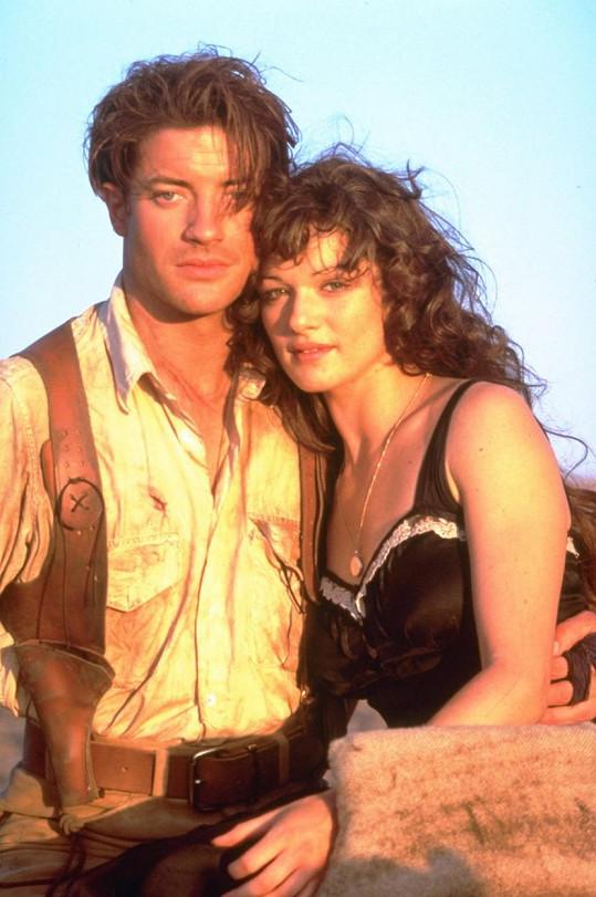 Rachel Weisz a Brendan Fraser jako Evelyn Carnahan a Rick O´Connell ve filmu Mumie