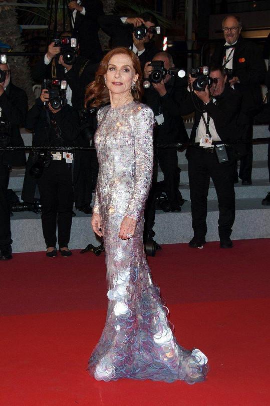 V Cannes oblékla i tyto šaty.