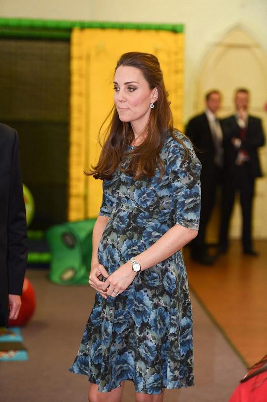 Kate se pomalu připravuje na porod.