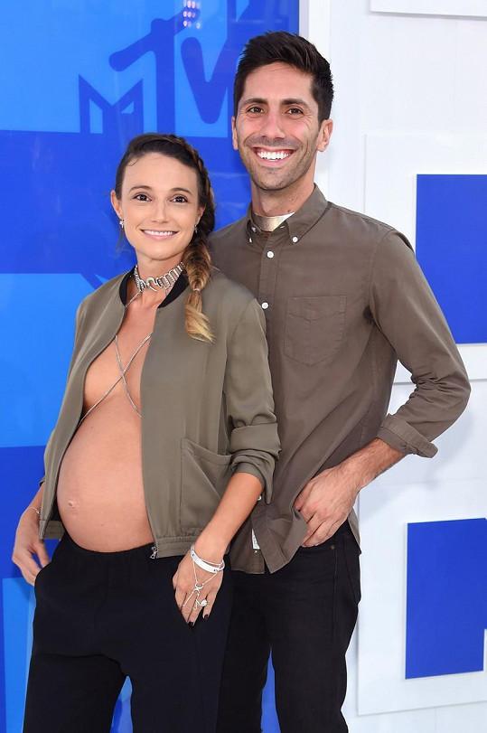 Nev Schulman s těhotnou snoubenkou