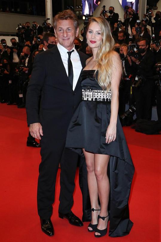 Sean Penn a jeho dcera Dylan v Cannes představili film Flag Day. Oba v něm hrají, Penn ho i režíroval.