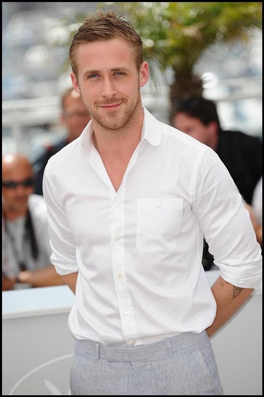 Ryan Gosling měl ve škole vždy problémy, nechal jí v 17.
