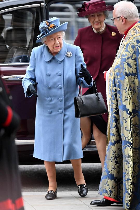 Královna Alžběta II. bude promlouvat k lidu v televizi jen o pár hodin dříve, než proběhne rozhovor Meghan a prince Harryho u Oprah.