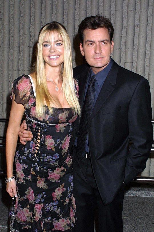 S exmanželem Charliem Sheenem má dvě dcery.