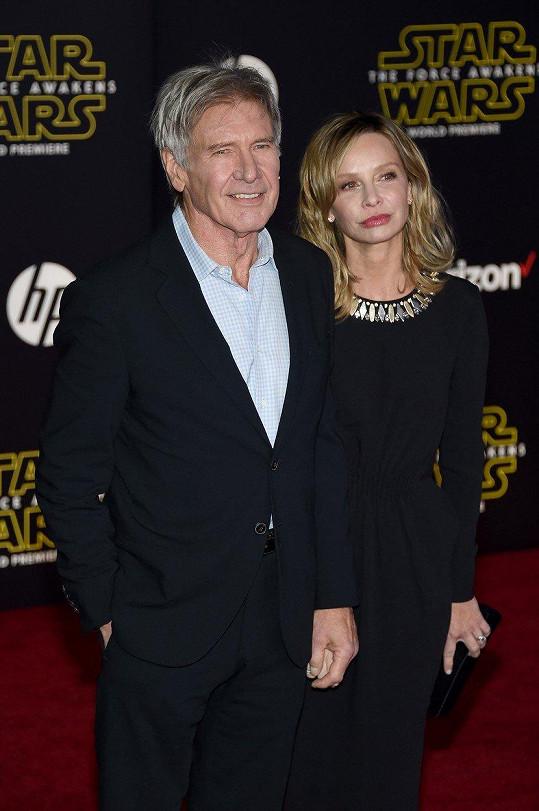 Harrison Ford je o celých 22 let starší než Calista Flockhart.