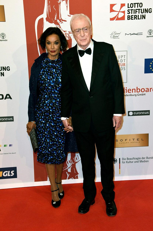 Michael Caine s manželkou Shakirou Baksh na udílení Evropských filmových cen