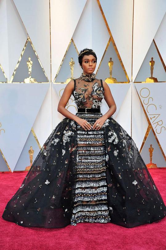 Janelle Monáe to v modelu od Elieho Saaba přepískla nejen co do počtu třpytivých aplikací, ale i co do rozměru sukně.