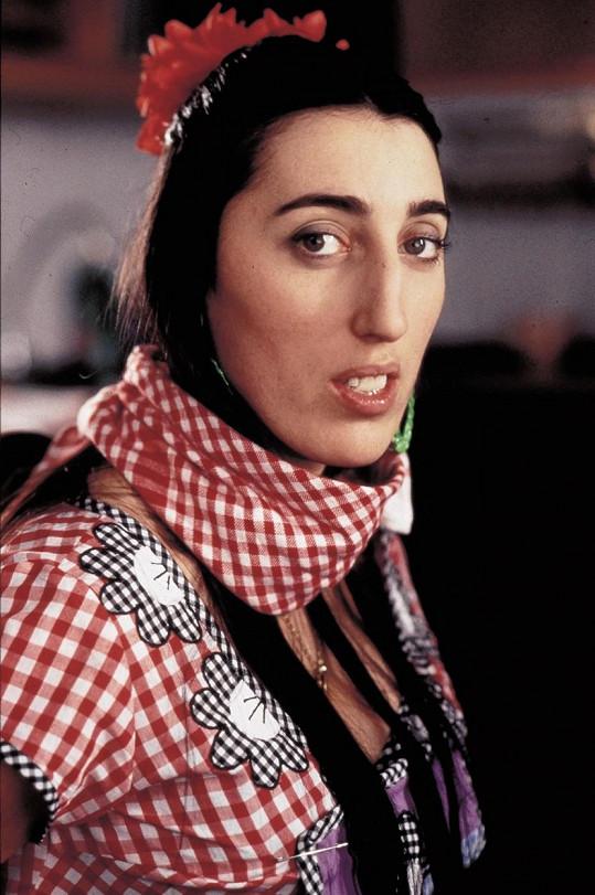 Herečka oplývající velkým nosem a křivým chrupem v roce 1993 ve snímku Kika od Pedra Almodóvara