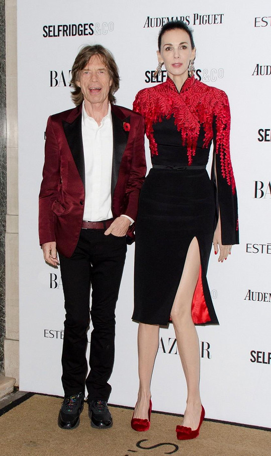 V březnu spáchala Jaggerova přítelkyně sebevraždu.