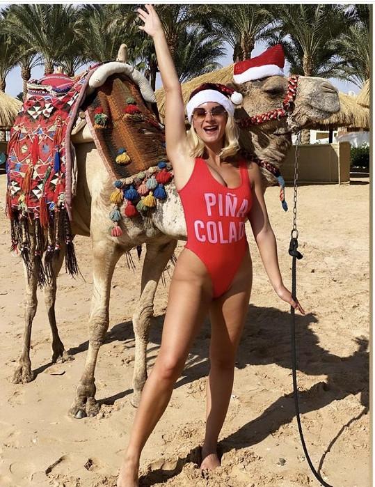 Bára se rozhodla strávit Vánoce v teple.