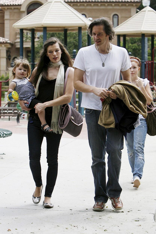 Milla s manželem a dcerou Ever
