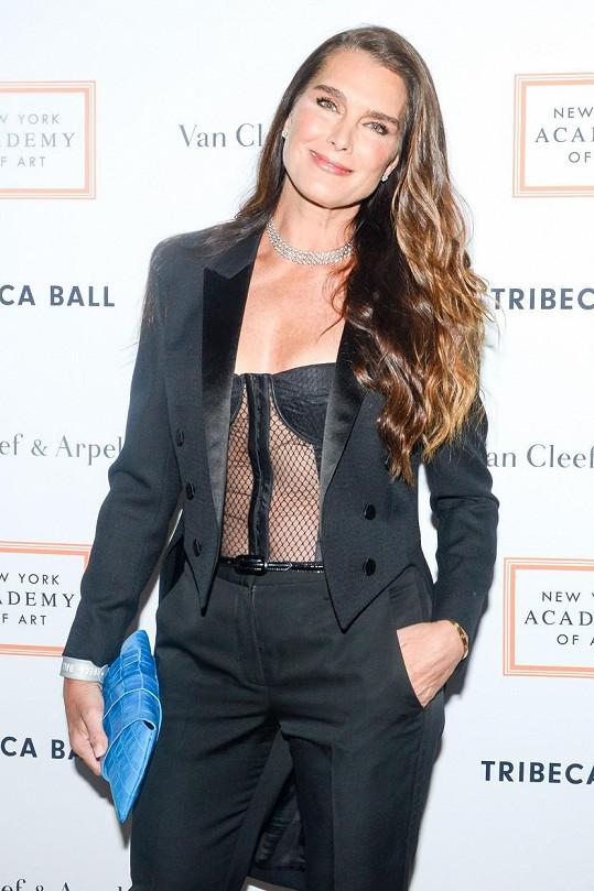 I po padesátce je Brooke Shields sexy.