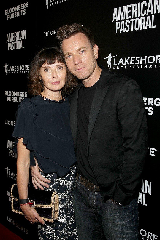 McGregor loni po 22 letech oznámil rozchod a následně i rozvod s Eve Mavrakis.