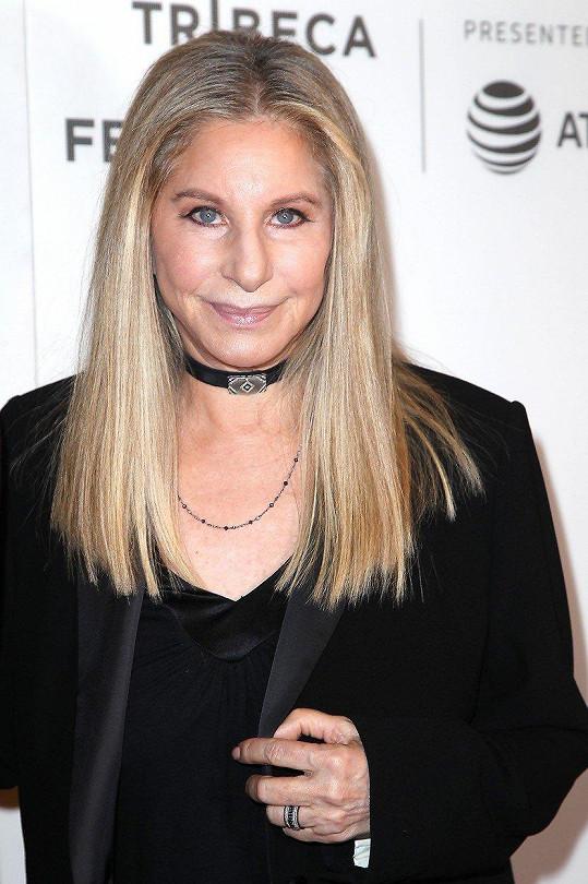Pro Barbru Streisand byl kamenem úrazu nos.