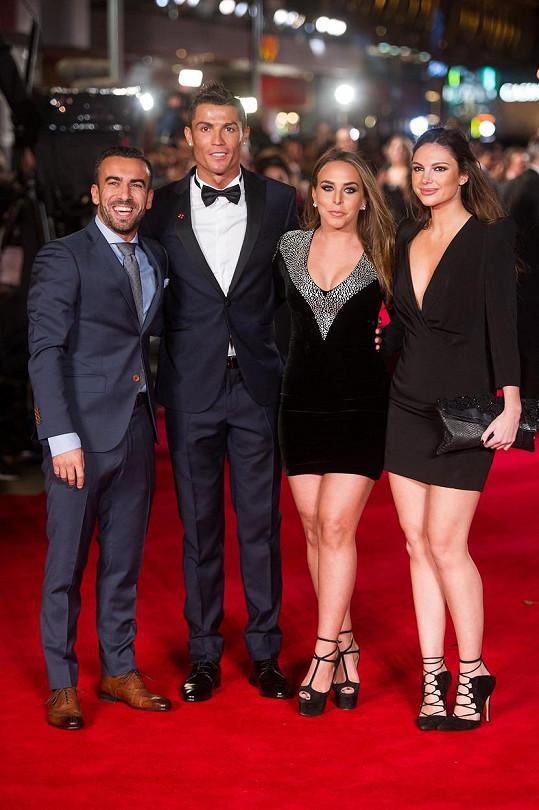 Cristiano Ronaldo pózoval vedle Chloe Green už v listopadu na premiéře dokumentu o jeho životě.