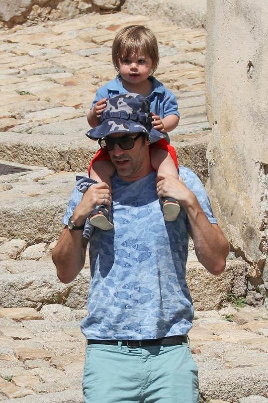 Sacha Baron Cohen se synem Montgomerym