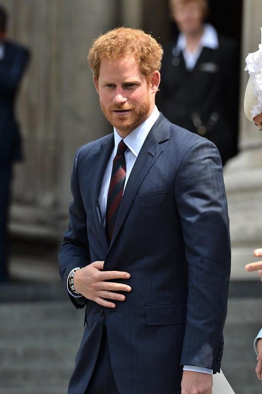 I princ Harry měl po smrti matky dlouhodobé psychické problémy.