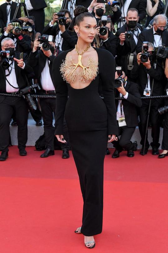 Na filmovém festivalu v Cannes byla středem pozornosti.