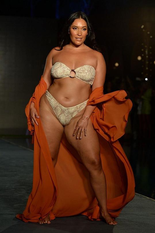 Modelka plus size velikostí Amanda Kay