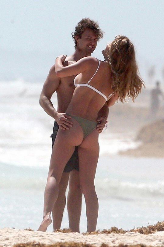 Nina Agdal si v Mexiku užívá s přítelem Jackem Brinkleym-Cookem.