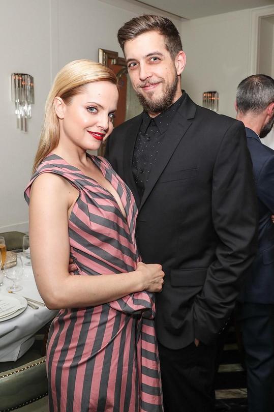 S manželem Michaelem Hopem budou mít chlapce.