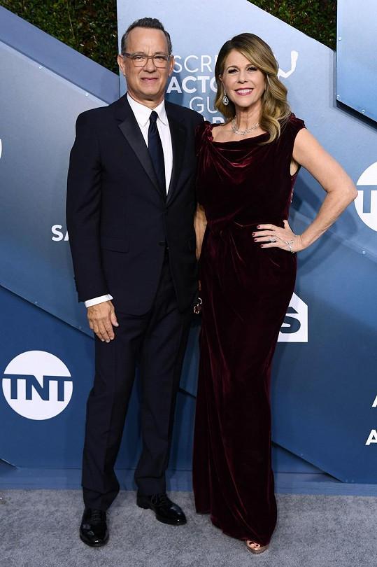 Tom Hanks s manželkou mají koronavirus.