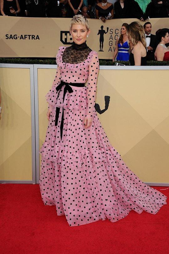 Kate Hudson růžové šaty Valentino oblékla v lednu na udílení SAG Awards. d778b92f070