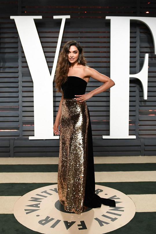 V těchto šatech od Monique Lhuillier doprovodila na oscarovou party Vanity Fair krále vysokých podpatků Christiana Louboutina.