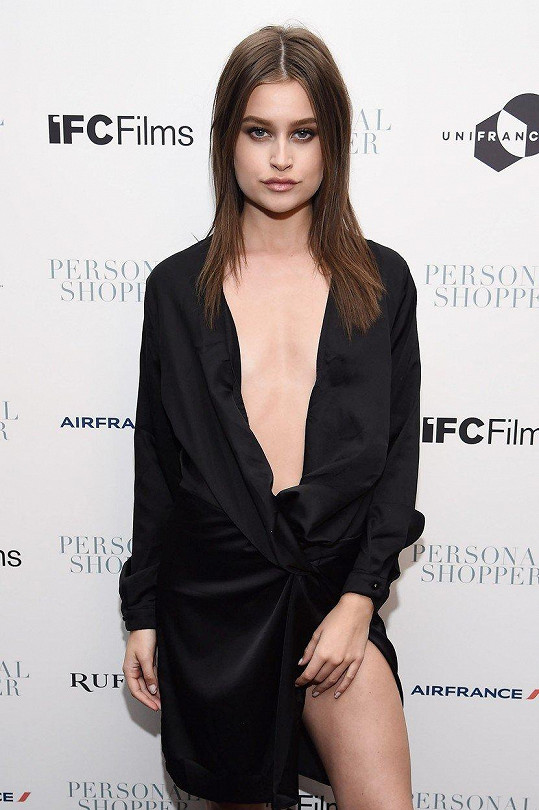 Lexi Wood na premiéře filmu Personal Shopper