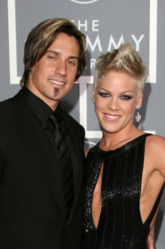 Pink se s Careym Hartem málem rozvedla.