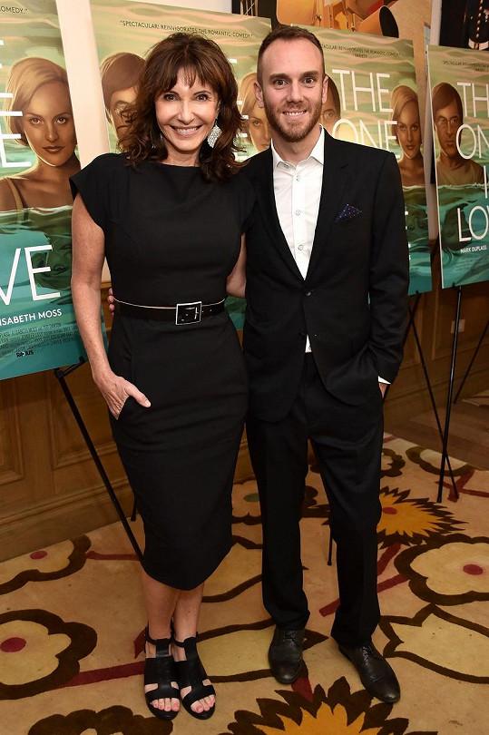 Charlie McDowell má slavné oba rodiče. Maminkou je herečka Mary Steenburgen.