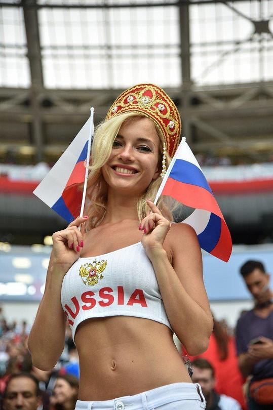 Ale také velká ruská fotbalová fanynka.