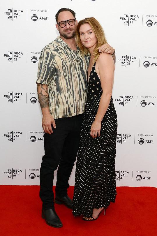 Julia Stiles s manželem Prestonem Cookem, se kterým se jim v roce 2017 narodil zatím jediný syn.