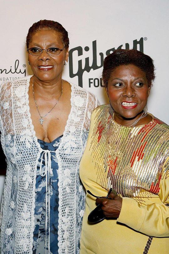 Dee Dee Warwick (vpravo) se sestrou Dionne