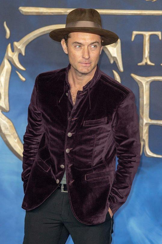Jude Law ztvárnil mladého Albuse Brumbála.