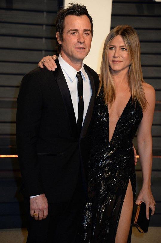 Jennifer Aniston a Justin Theroux se opět sešli, aby se rozloučili s fenkou Dolly.