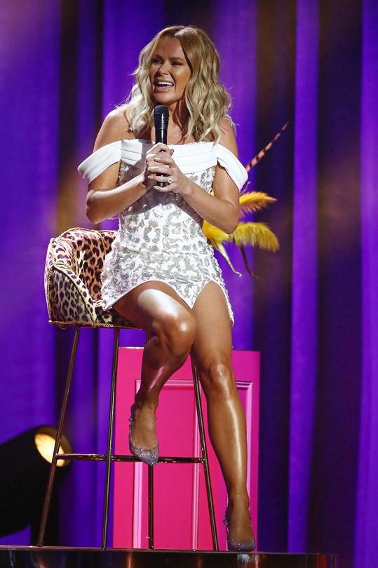 Amanda Holden přitáhla k závěrečným dílům britského Talentu, v němž působila jako porotkyně, nebývalou pozornost.