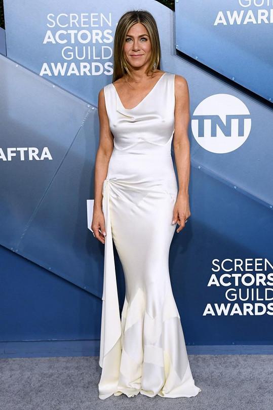 Jennifer Aniston dorazila na SAG Awards ve vintage róbě od Johna Galliana.