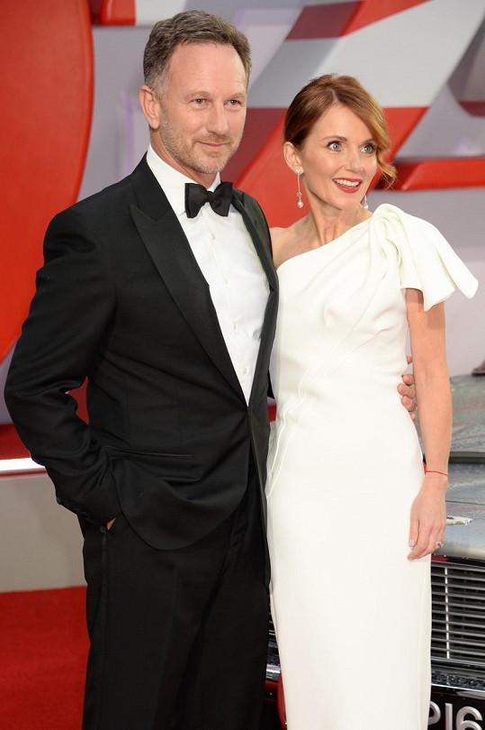Geri Horner s manželem Christianem vyrazili na premiéru Není čas zemřít.