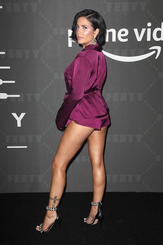 Halsey je pěkně sexy.