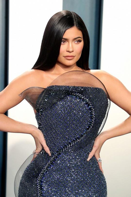 Kylie Jenner tajila těhotenství až do narození dcery Stormi.