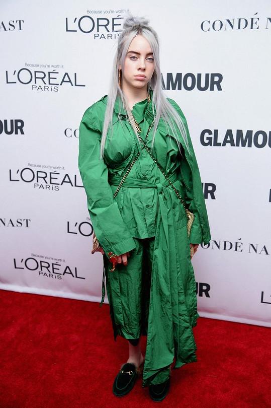 Billie se objevovala zásadně v modelech, které zakrývaly její figuru.
