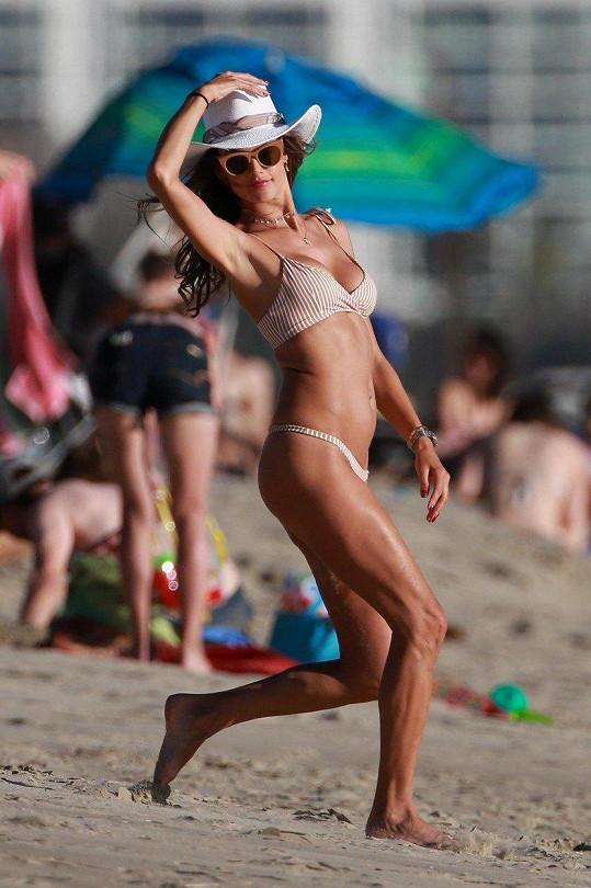 Brazilská kráska Alessandra Ambrosio (36)
