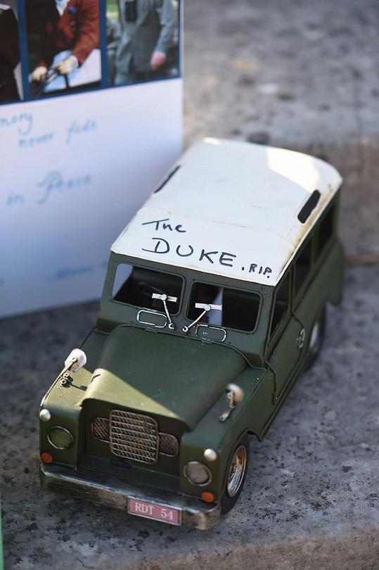 Land Rover by měl během sobotního pohřbu vézt princovu rakev.
