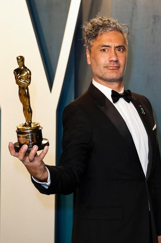 Taika Waititi získal Oscara za režii snímku Králíček Jojo