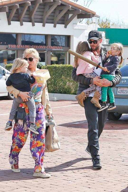 Chris a Elsa spolu mají tři děti.